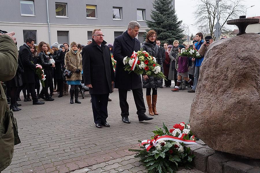 temat.net: archiwum, Chwała bohaterom Uroczystości szczecineckim obeliskiem Żołnierzy Wyklętych - zdjęcie, fotografia