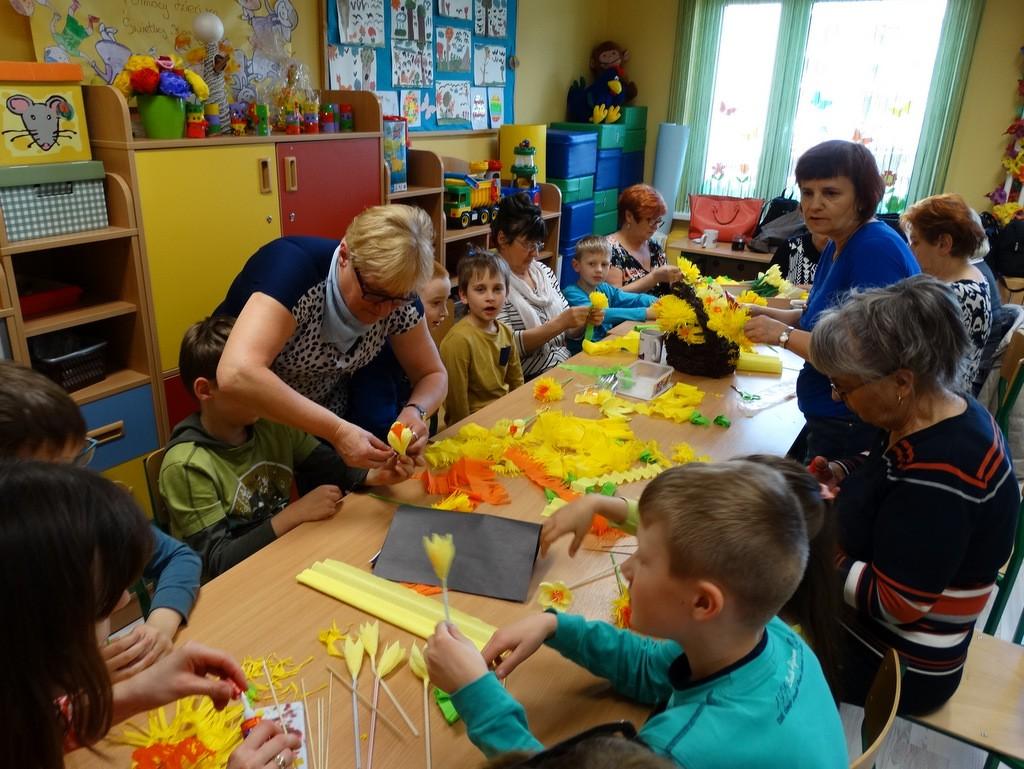 temat.net: archiwum, Seniorzy dzieci przygotowywali Nadziei - zdjęcie, fotografia