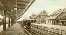 Dworzec kolejowy z doklejoną ciuchcią