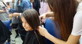 Oddawały włosy dla chorych na nowotwory. Akcja