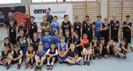 Srebrny medal zawodników Emet Basket