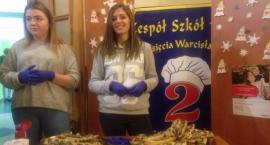 """Uczniowie z """"Warcisława"""" pomagali chorej Karolince"""