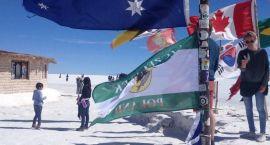 Flaga Szczecinka pośród 10 tysięcy kilometrów soli